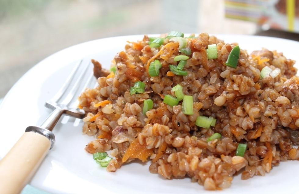 Морковь по желанию можно нарезать средними по размеру брусочками.
